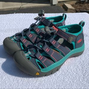 Kids Keen shoes size 13c